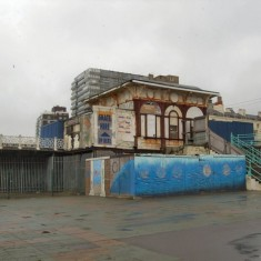 Kiosk at West pier entrance.   © Copyright Paul Gillett and licensed for reuse under Creative Commons Attribution-ShareAlike 2.0
